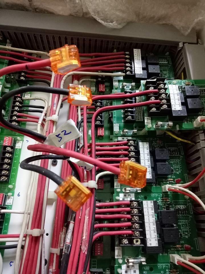 使用插式連接器可以簡單又安全的將各種電線分別歸類。