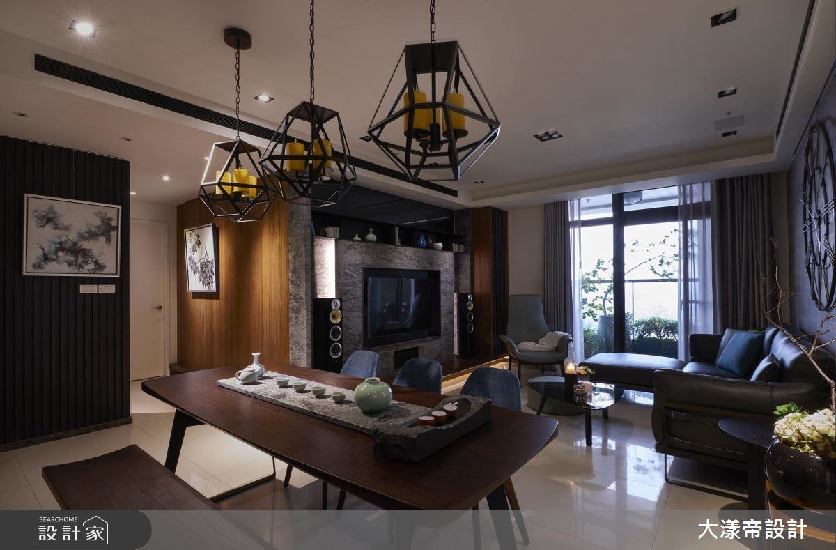 40 坪的新東方宅原先是三房兩廳的格局,由於家有長輩
