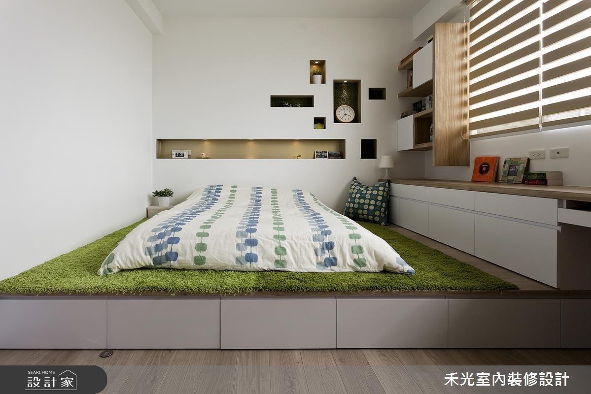 若擔心花草可能引來的蚊蟲困擾,也可以考慮仿草皮的綠地毯來呈現。>>看完整圖庫