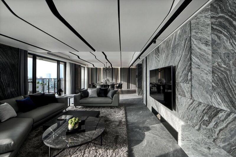 藉由海灣型的沙發配置,與天花板曲線的延伸相互映襯。