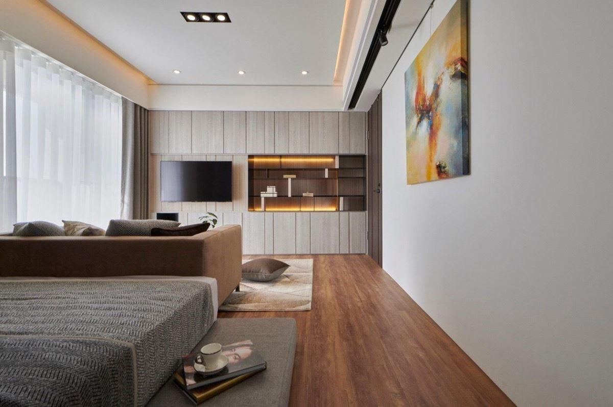 私領域空間置入個性畫作,為白色壁面豐富視覺色彩。