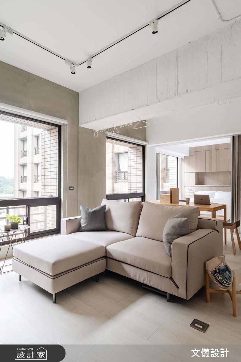 天花板保留原始建築斑駁紋路,藉由粗獷材質語彙增加空間層次感。