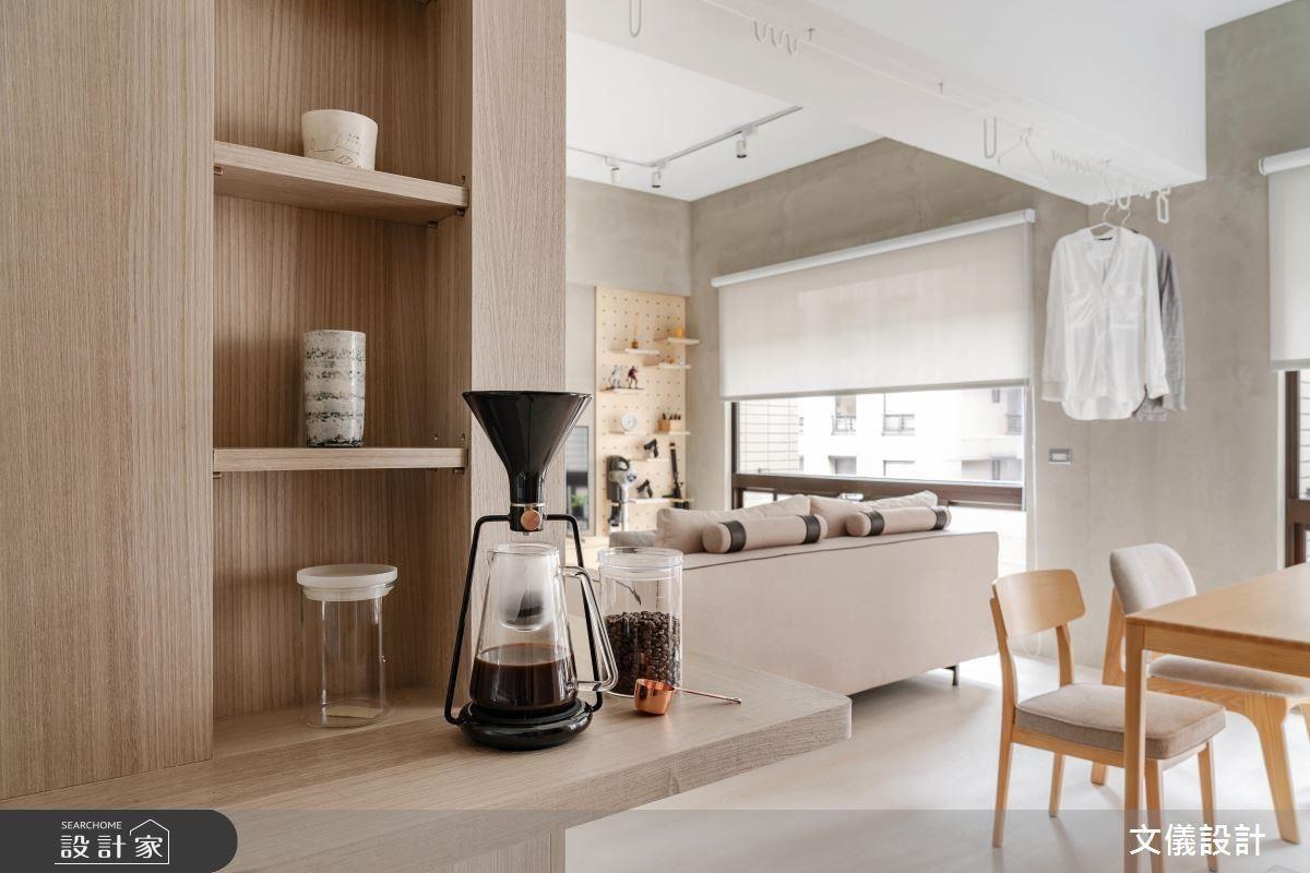 餐廳櫃體中的延伸檯面,為喜歡喝咖啡的屋主打造舒心的生活角落。