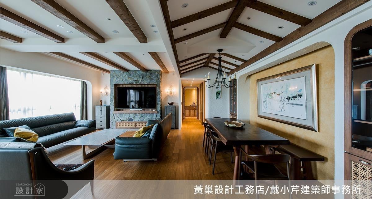 餐廳以斜屋頂造型天花結合淺橙色藝術漆牆面,營造溫暖懷舊氛圍。