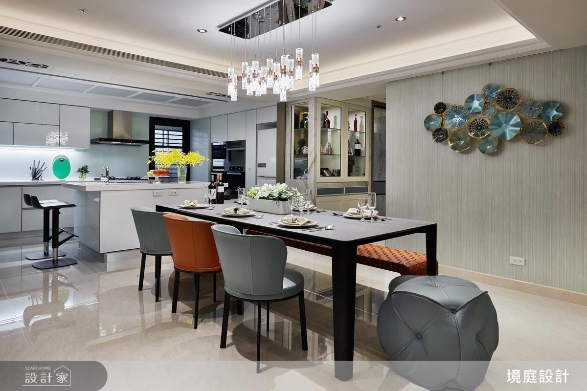 餐廳藉由餐椅跳色與造型變化,交織出空間的層次與活力。