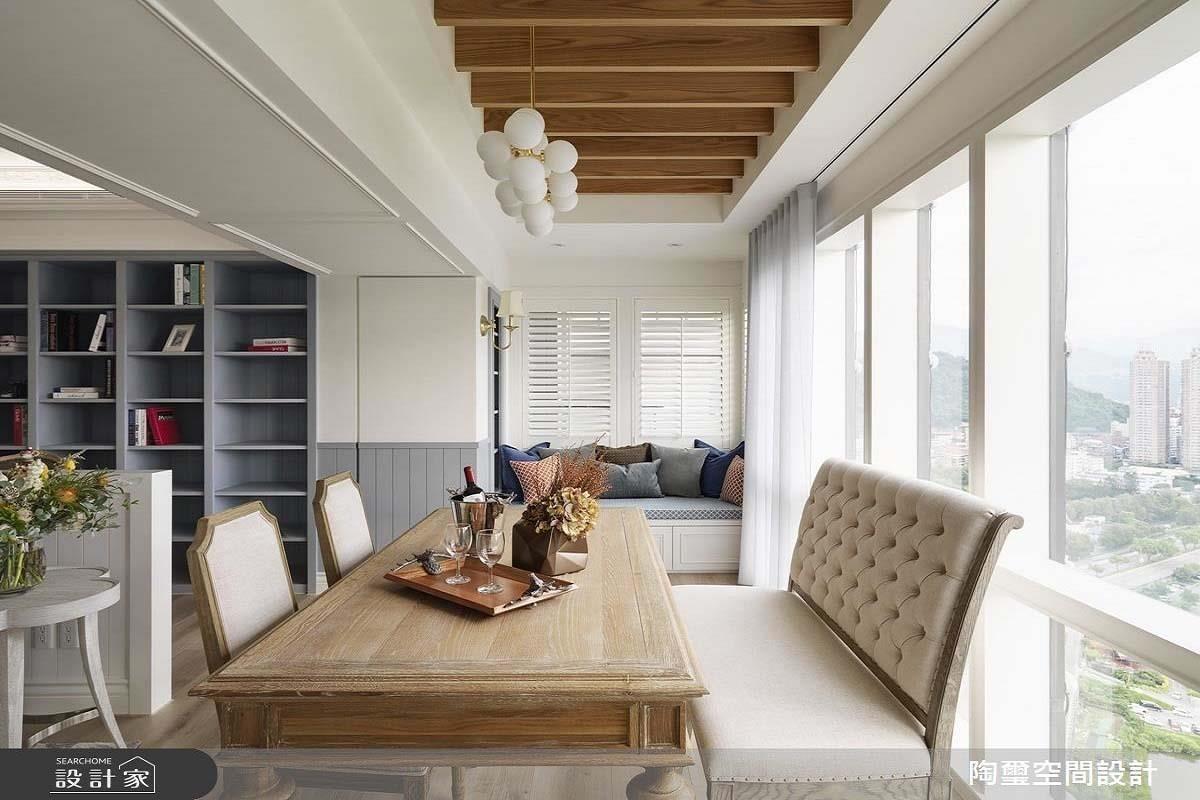 陶璽設計建議將臥榻區安排在採光、視野條件好的落地窗邊,搭配一盞有設計感的吊燈,讓家裡隨時有度假般的氛圍。