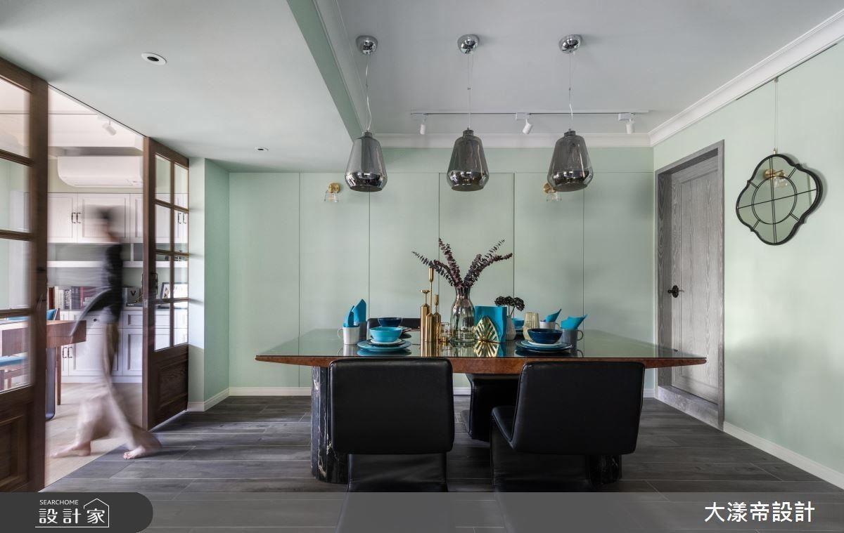 餐廳以淡蘋果綠鋪陳立面,詮釋清新舒爽的用餐環境。