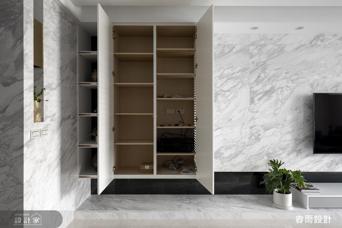 電視牆規劃懸浮電器櫃大幅增加收納機能,同時減低量體壓迫感。