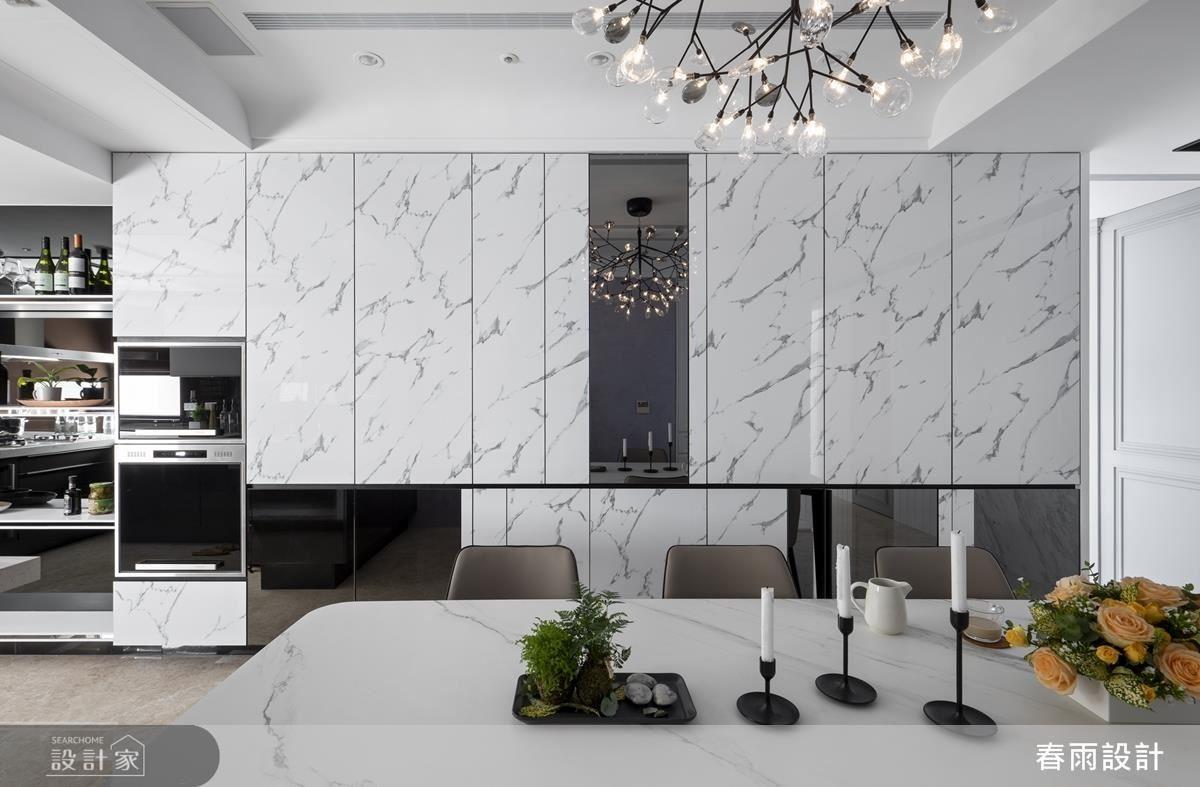 壁面櫃體隱藏強大收納機能,並運用材質搭配豐富空間表情。