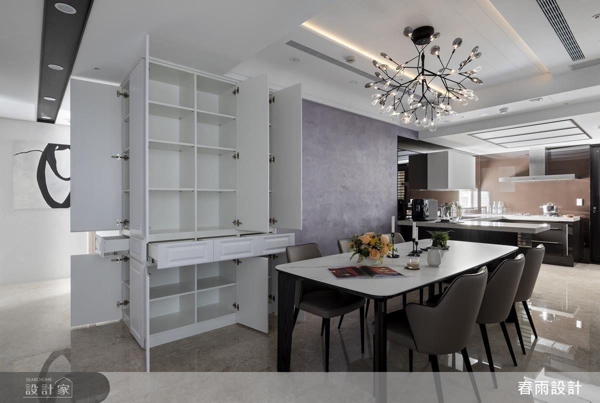 壁櫃收納增加餐廳機能性,讓餐桌成為用餐或辦公的最佳場域。