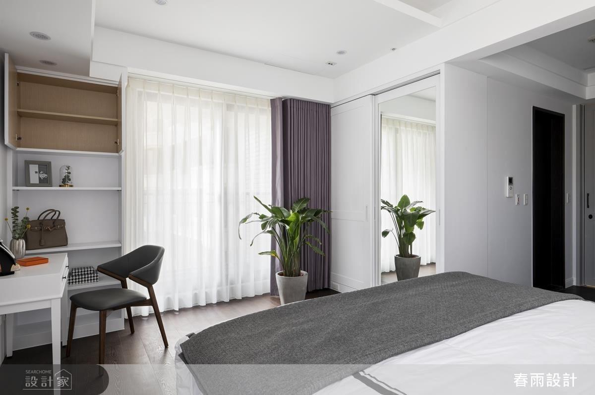 主臥以美式白色線板點綴紫色特殊漆,優雅配色營造浪漫典雅氣息。