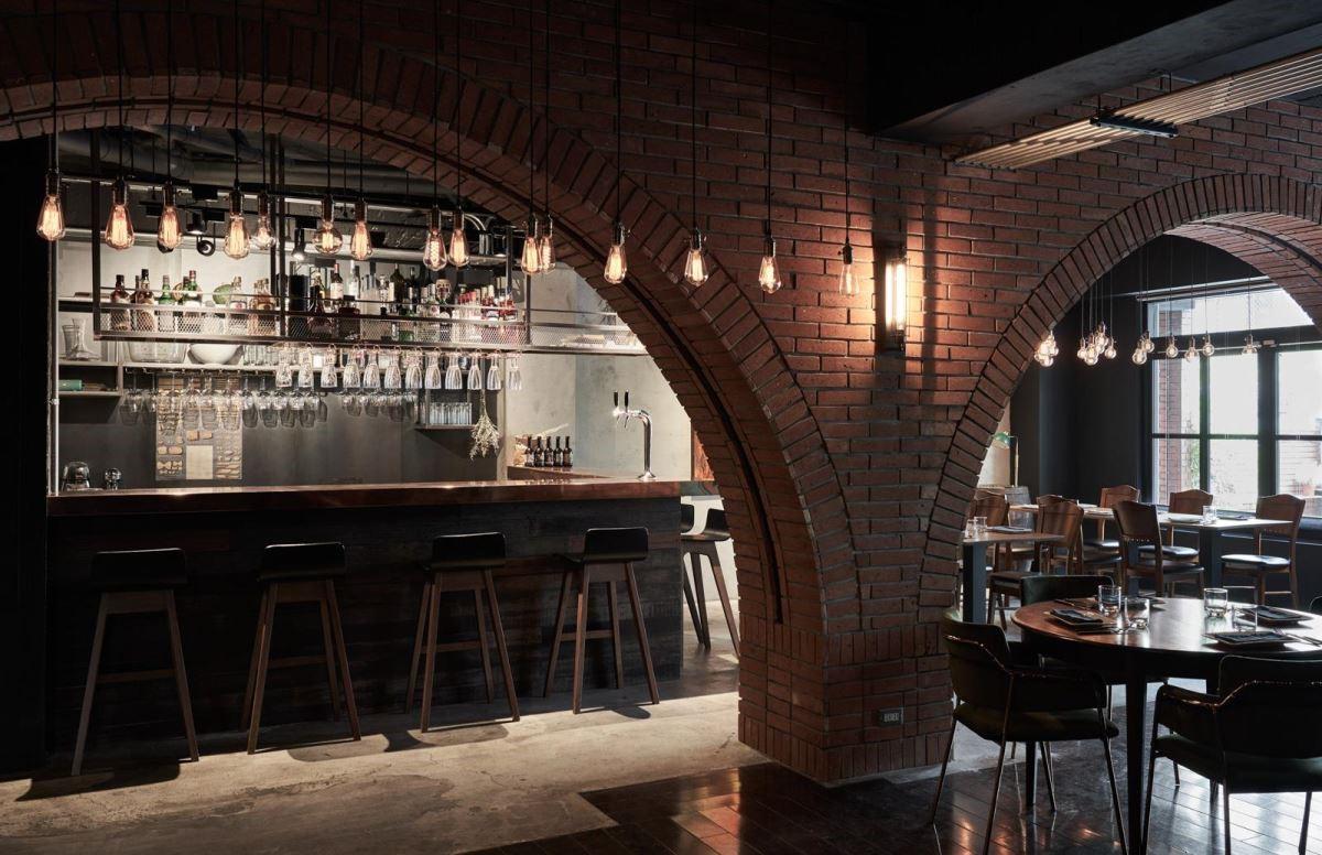 餐區透過造型燈具妝點,挹注濃厚復古情懷。(圖片提供_謐空間 MII-Design)