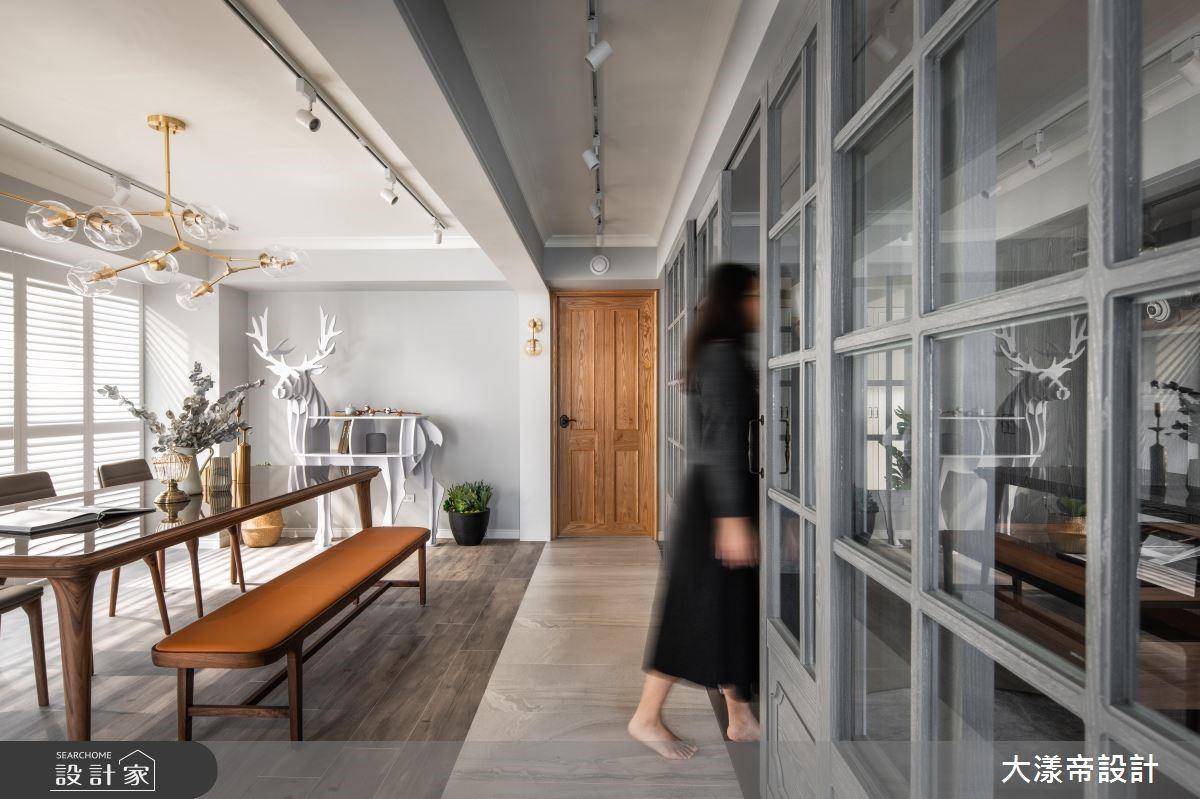 隨著兒女長大成人,屋主決定找來設計師將 40 年的辦公