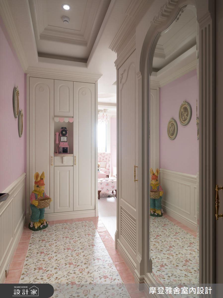 玄關鋪陳優雅玫瑰地磚,喚醒女人內心公主夢。