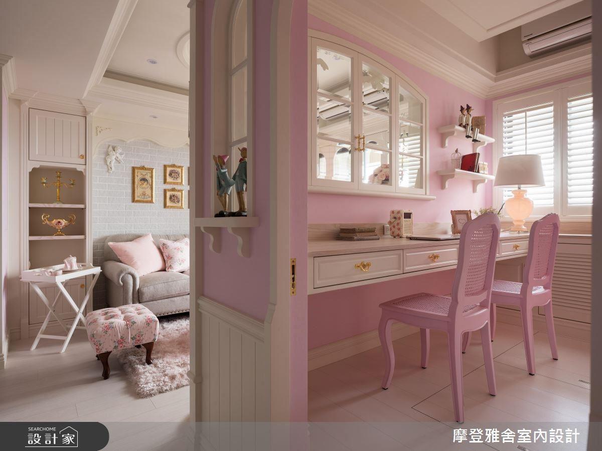 書房以造型圓拱窗面通透公領域視野,營造寬敞舒適感。