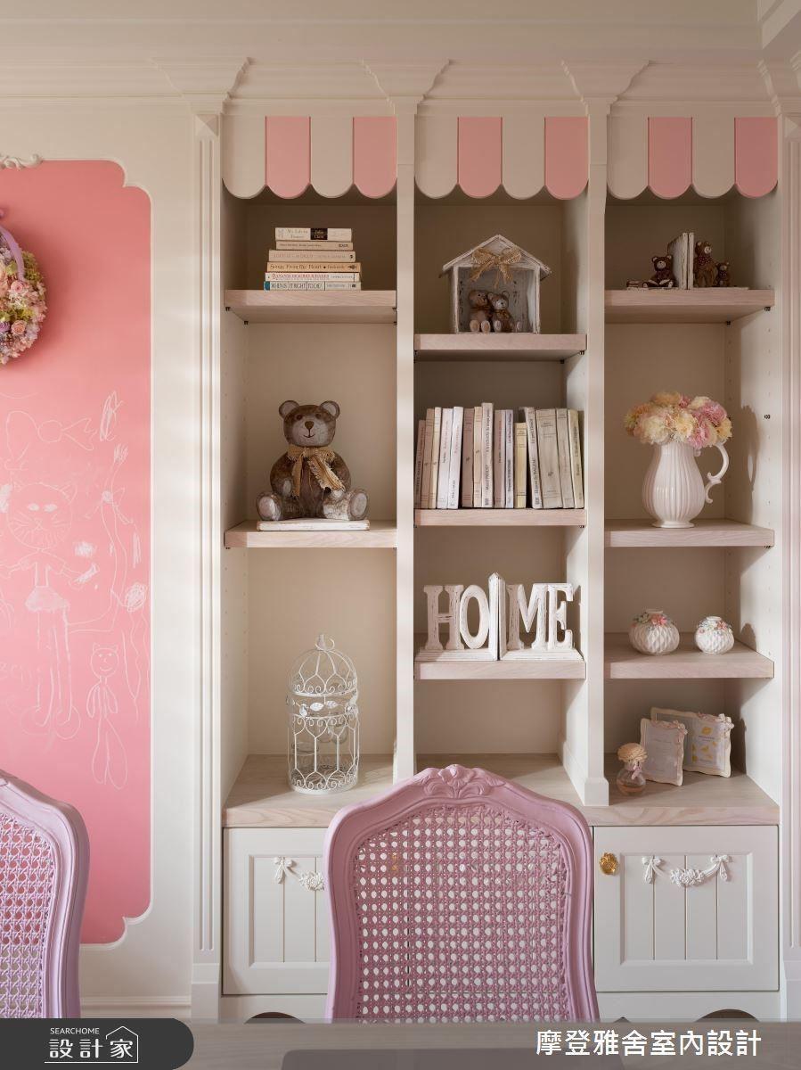 書櫃飾板造型趣味,完美打造法式糖果屋。