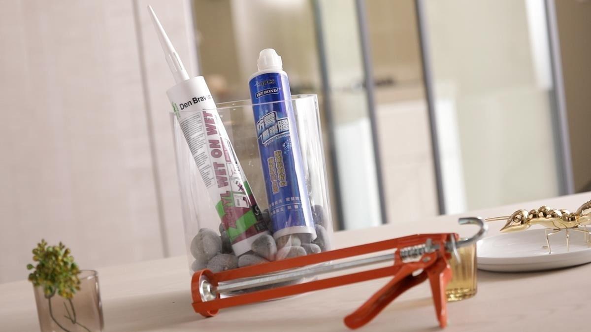 免釘膠極高的釘著力可完美貼合立面,取代傳統鑽孔施作手法,保有材質的完整性。