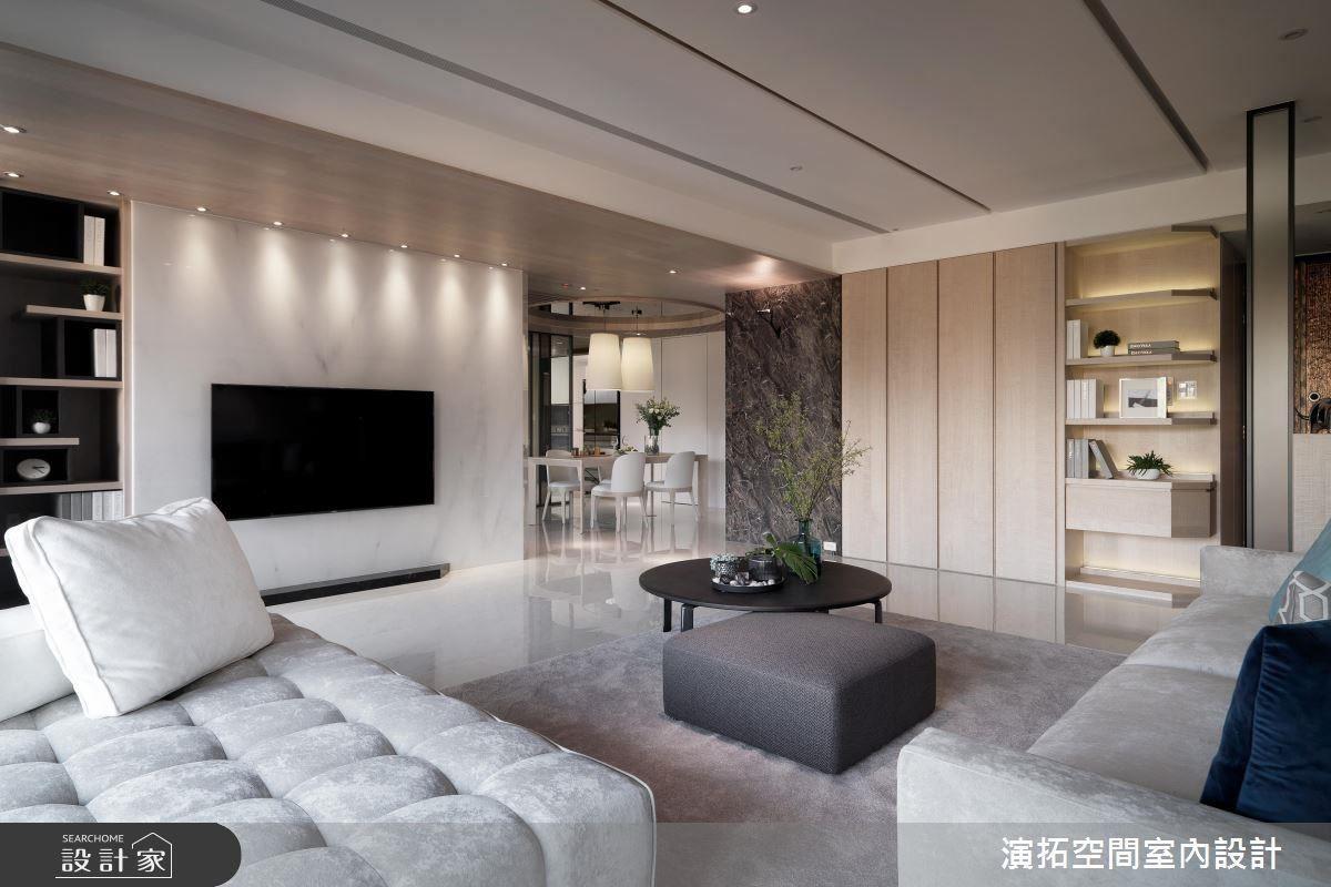 公領域以隱藏式櫃體完善收納機能,而木質材立面更賦予空間質樸舒適氛圍。