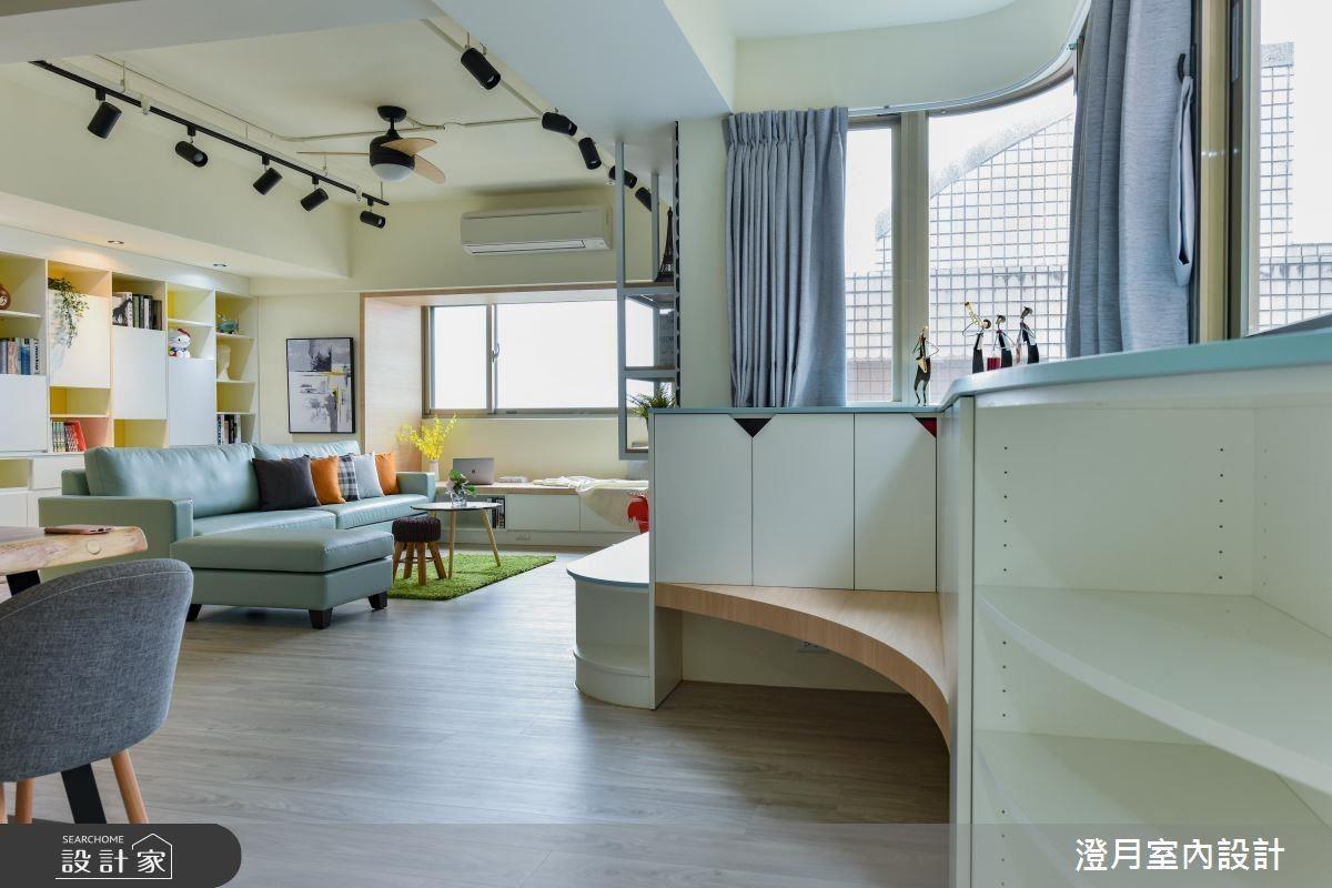 玄關窗面以弧型櫃體延伸檯面,創造穿鞋椅、置物機能,完美呈現空間機能、美感兼備樣貌。