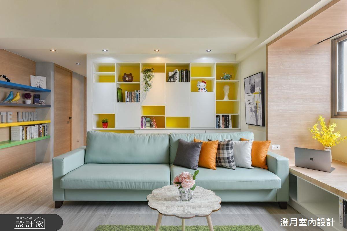 特製沙發選擇水綠色織紋質感,搭配鮮黃色壁面增添明亮清爽氛圍。