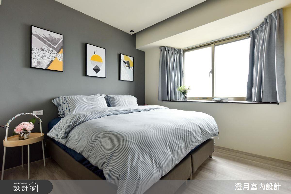 主臥床頭以深灰色型塑內斂成熟質感,為睡眠空間添增沉穩舒適氣息。