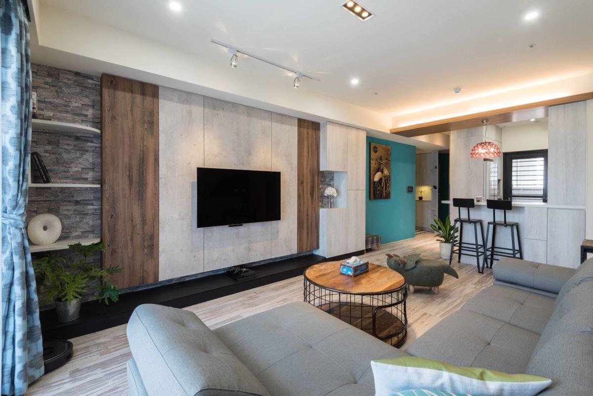 以深刻紋、清水模質感板材搭配紅磚壁紙打造主牆視覺,為喜歡強烈風格的屋主,營造如商空的氛圍。