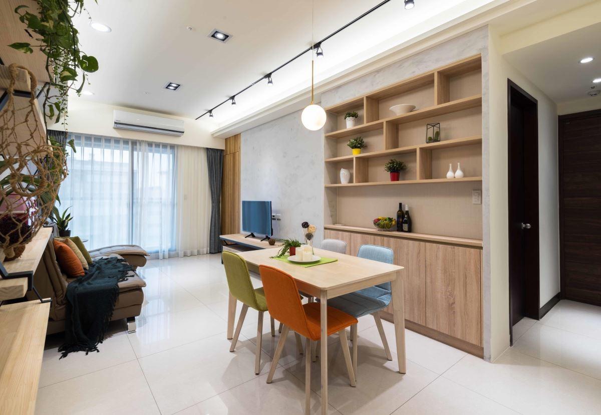 低甲醛 EGGER 板材系統櫃,結合吸濕環保的珪藻土牆,給家人最健康的生活環境。