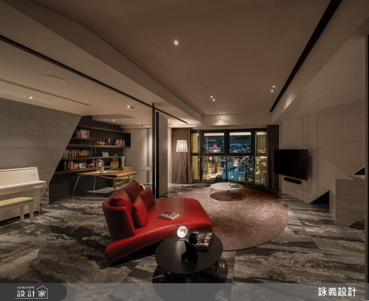 起居室透過舊家具的位置陳設,營造器度非凡的時尚品味。