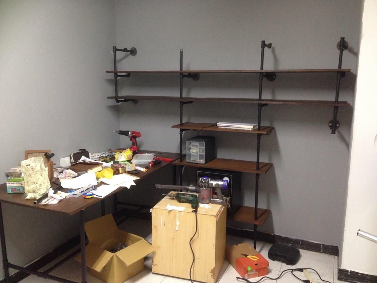 書架與書桌施工過程。