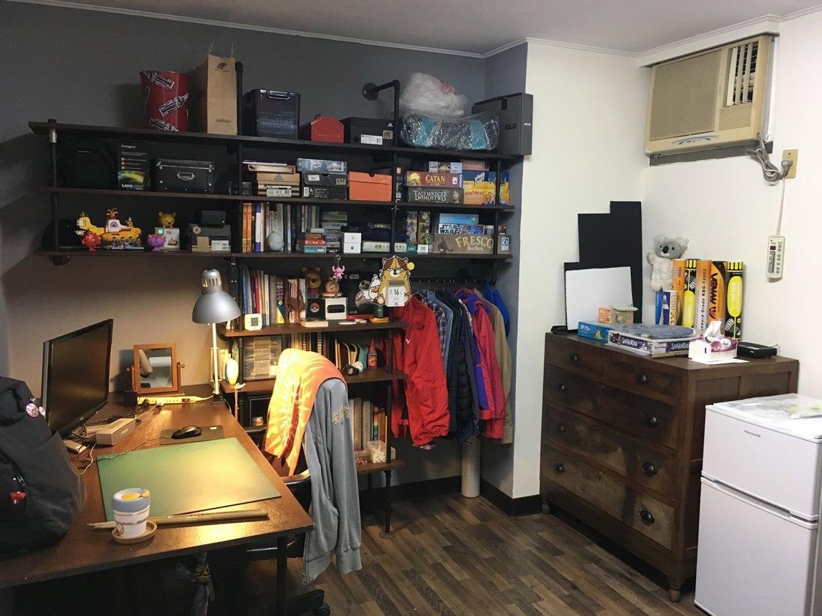 書桌與書架完工後。