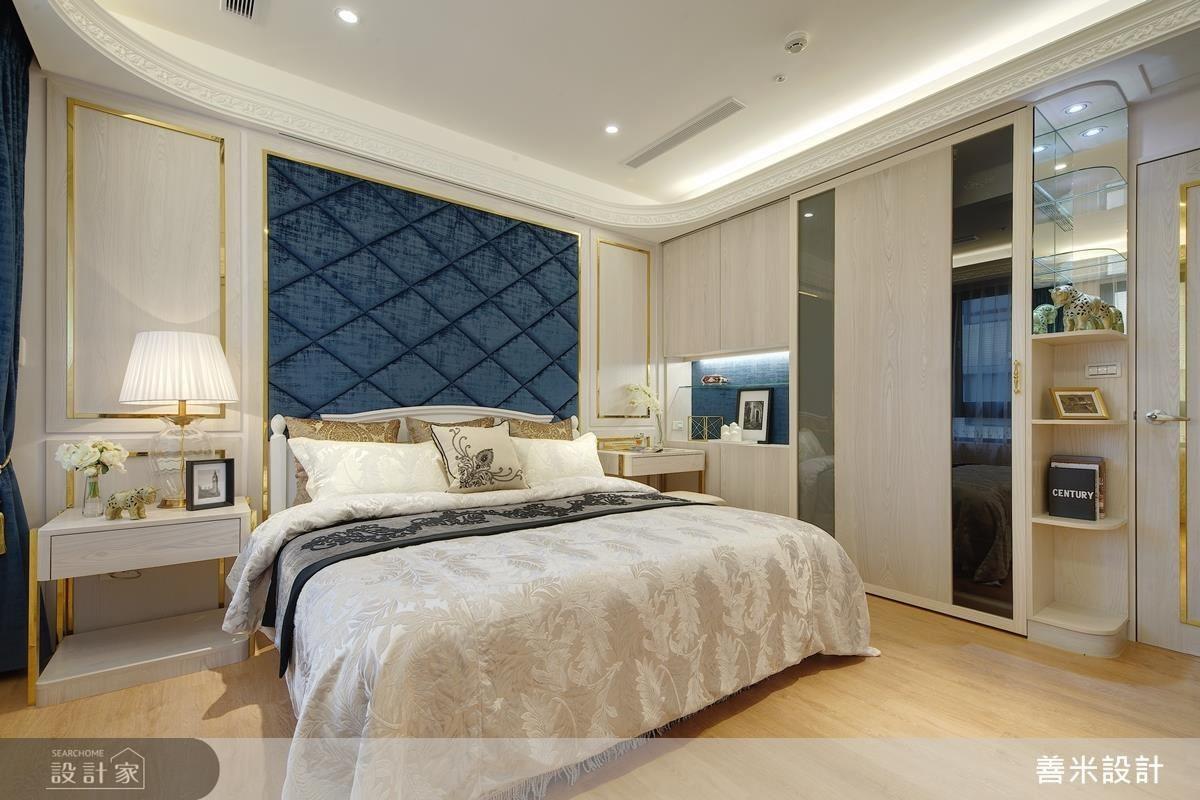 主臥房運用壁面展示櫃體隱藏主浴入口,讓起居步調更加愜意自在。