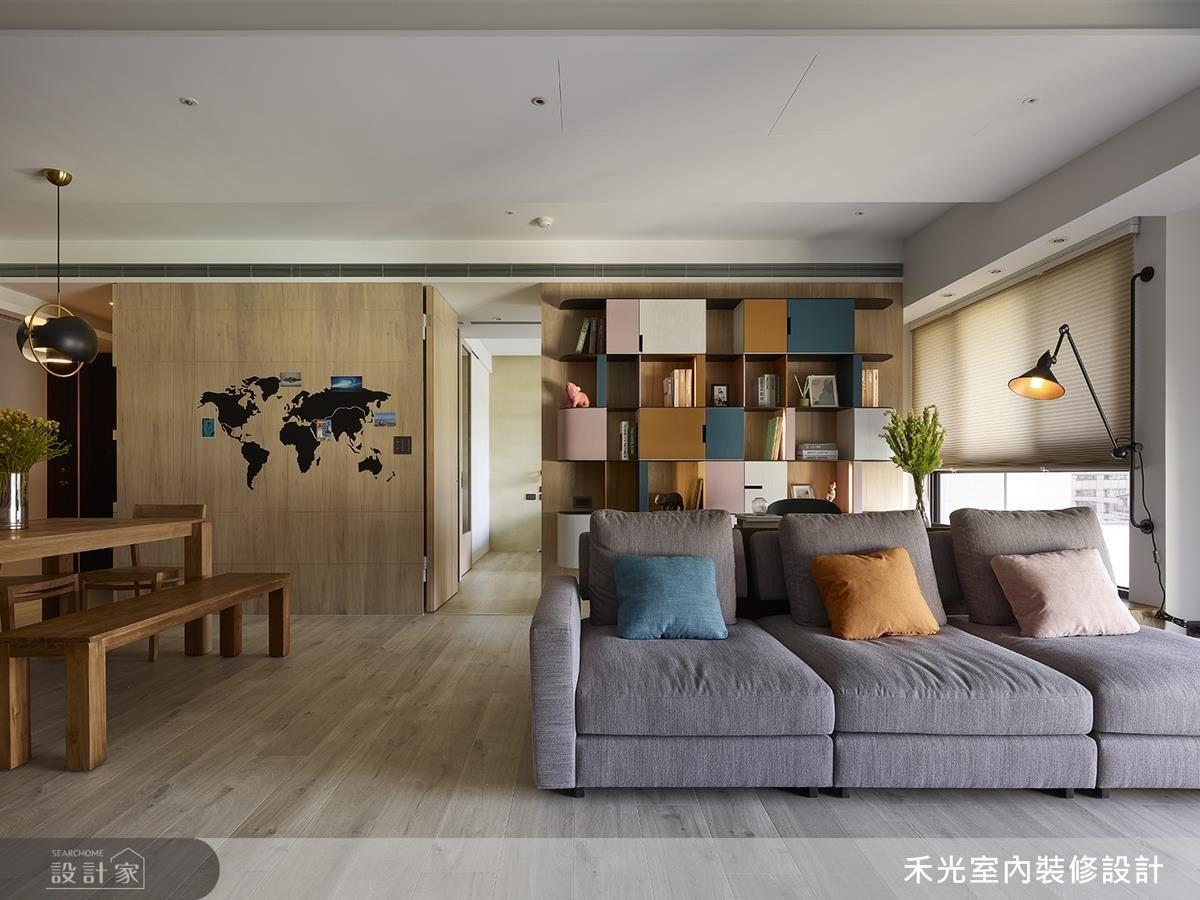 客廳沙發與書房選搭相同跳色軟件,創造色彩呼應。