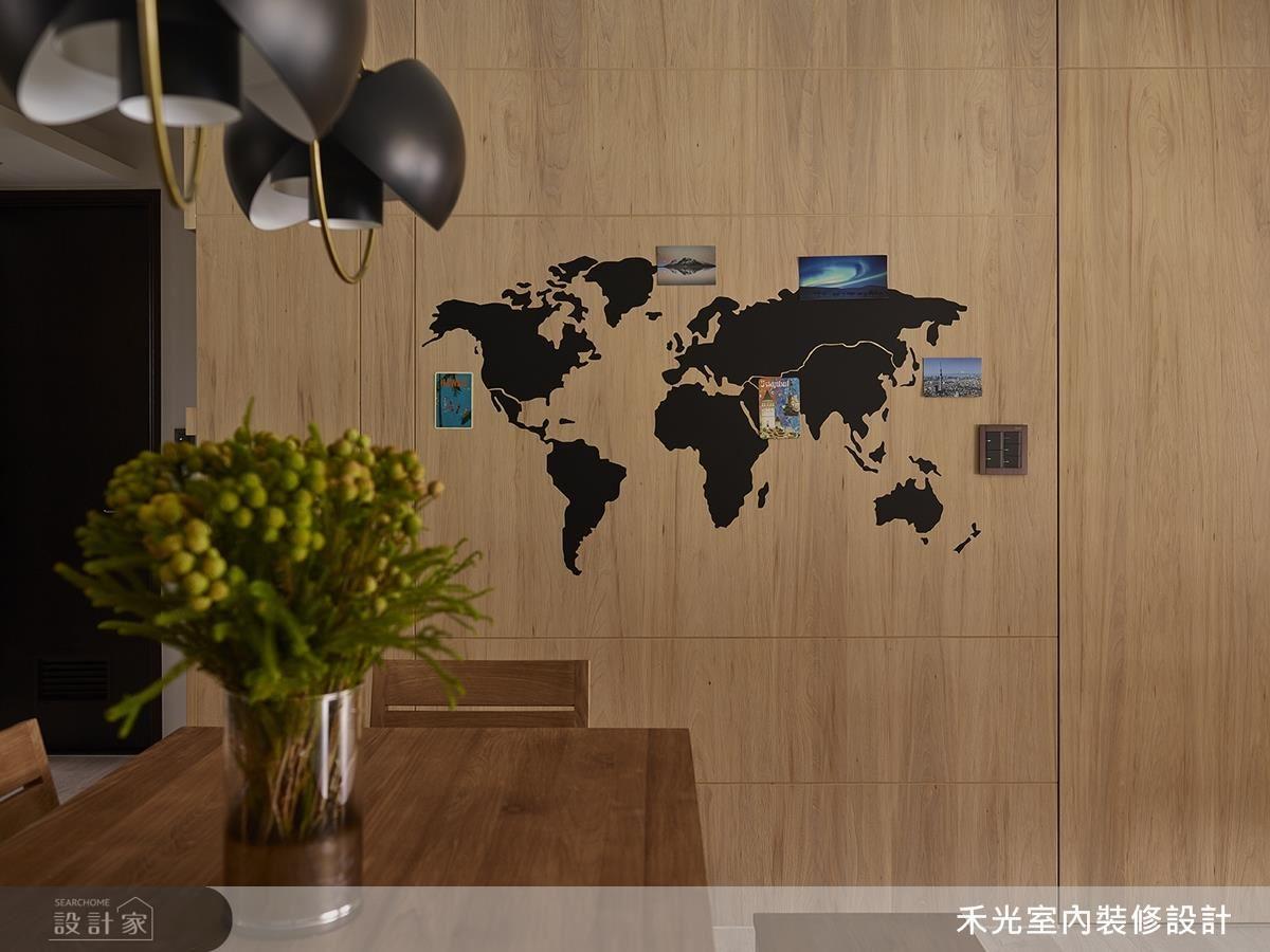 餐廳牆面專屬訂製地圖牆,以深黑霧面圖形對比淺色木紋,塑造視覺亮點。