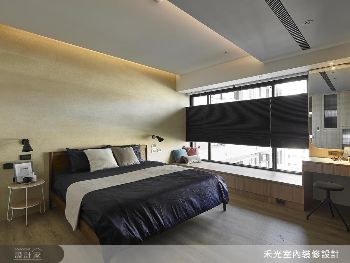 主臥牆面鋪陳珪藻土,使休憩空間在簡單純淨中擁有細膩質感。