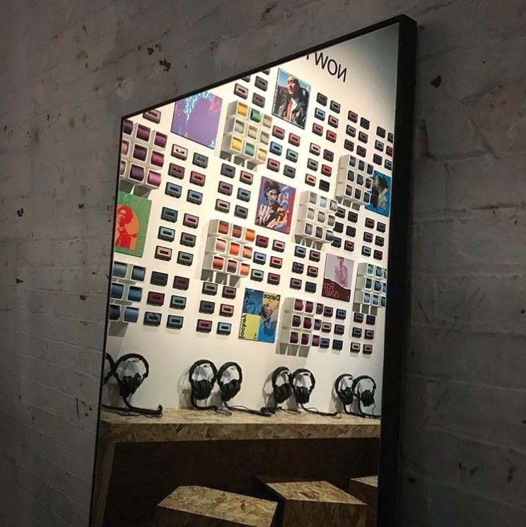 「Silk Mix愛馬仕男士絲巾唱片快閃店」澳洲墨爾本場一景。(圖片來源:IG_maiamaaaa)