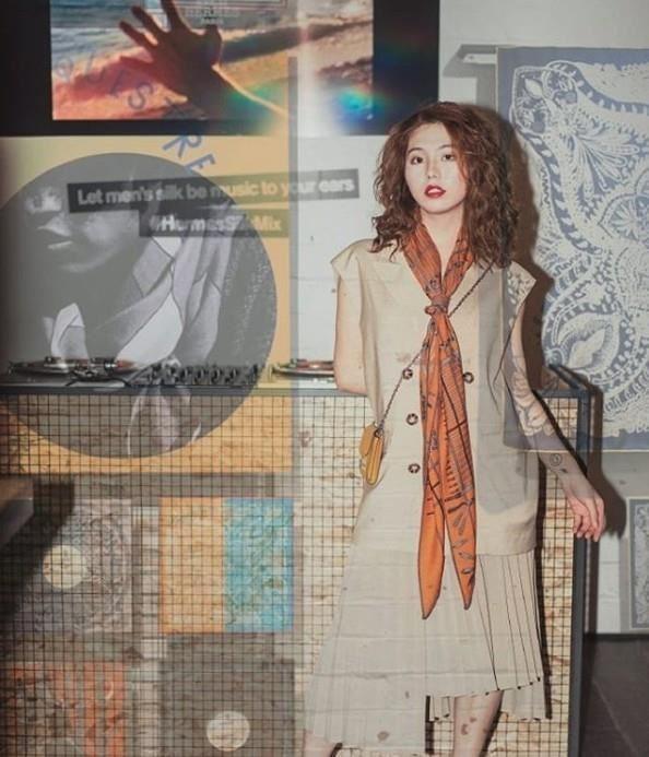 別說「Silk Mix愛馬仕男士絲巾唱片快閃店」是給男士的展覽,女性也能拍得很有態度!(圖片來源:IG_maxmedialab)