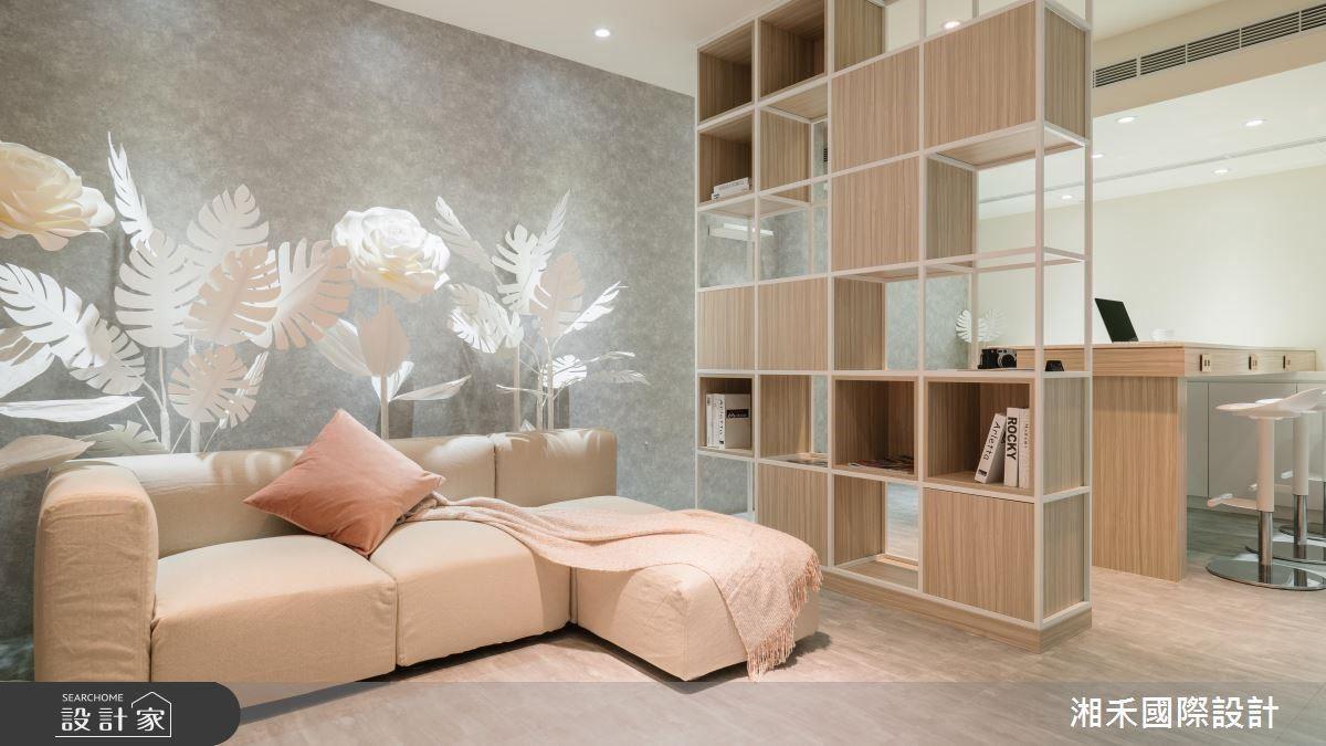 沙發等候區選搭純白植物紙雕,以無色彩的純粹意象,烘托空間本體浪漫氣息。