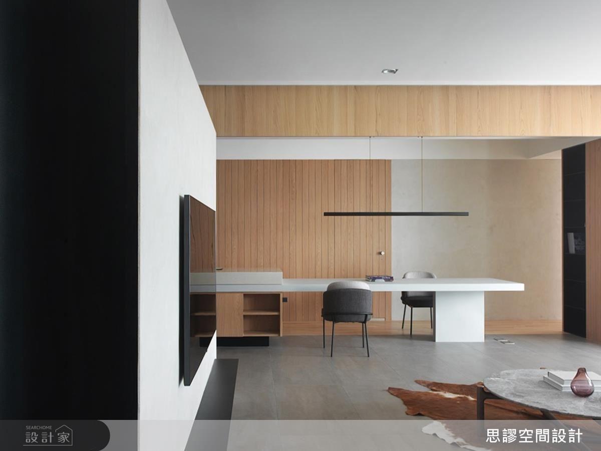 餐廳區以吧檯結合餐桌設計,完備料理、用餐生活機能。更巧妙複合流理台設備,便利女主人空間使用性。