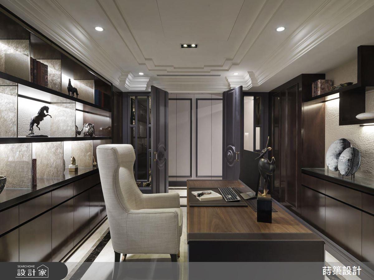 書房以雙開門設計,締造大器豪爽氣質。