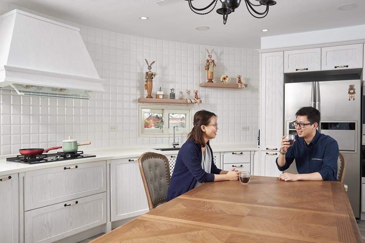 捨棄傳統隔間牆,開放式廚房將餐廚機能整併,增進家人間的互動與情感交流。