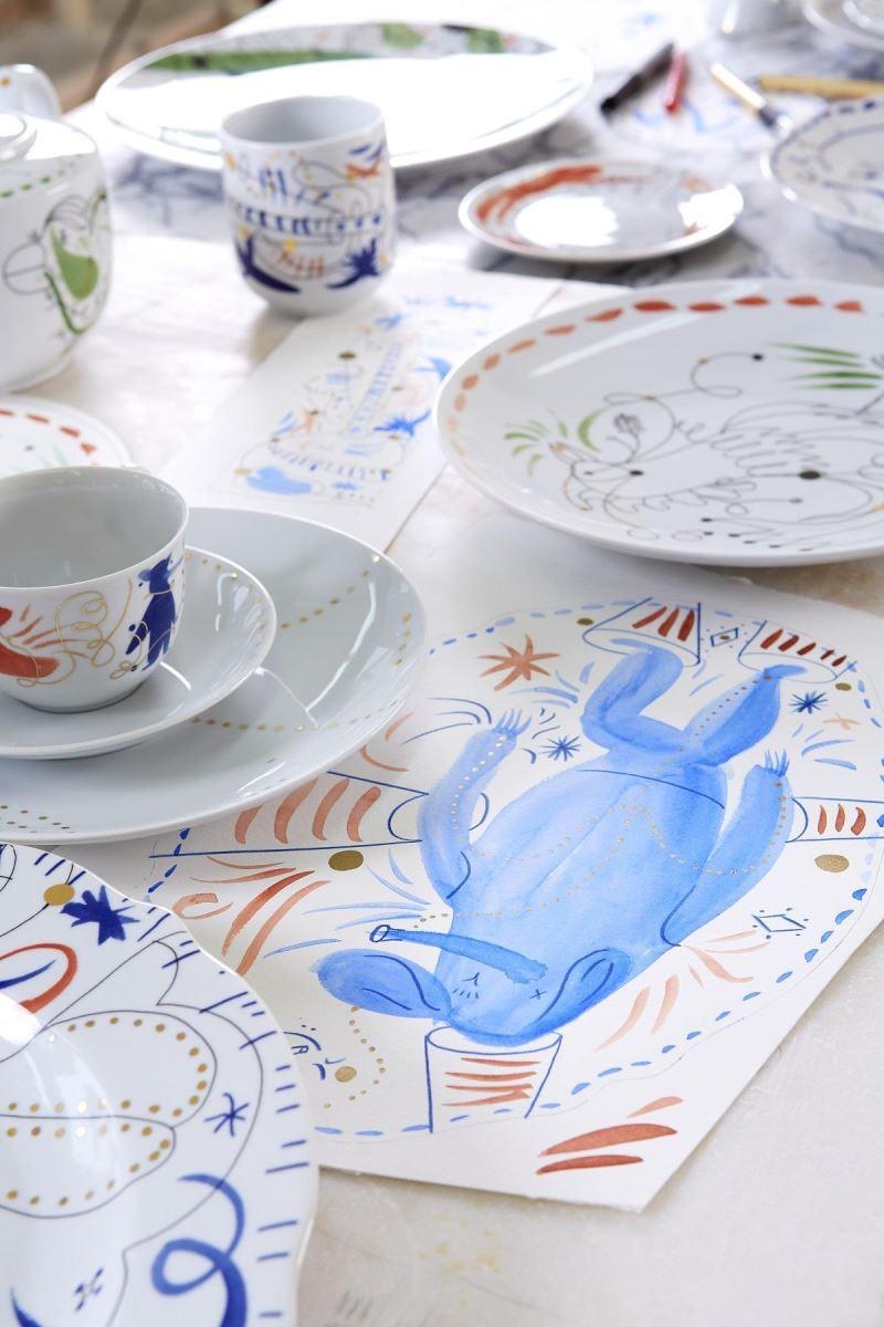 向來以先描繪天馬行空的草圖再從中延伸出正式作品的創作手法,充滿童趣的手稿一樣十分精彩!豐富的手稿圖騰躍上餐瓷化身為各式生活器物,以親民的價格讓消費者輕易踏出收藏大師作品的第一步。