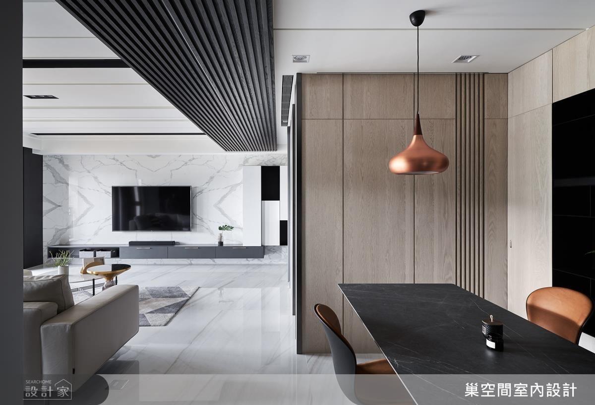 餐廳壁面鋪陳質樸木紋,圍塑溫馨聚餐氛圍。