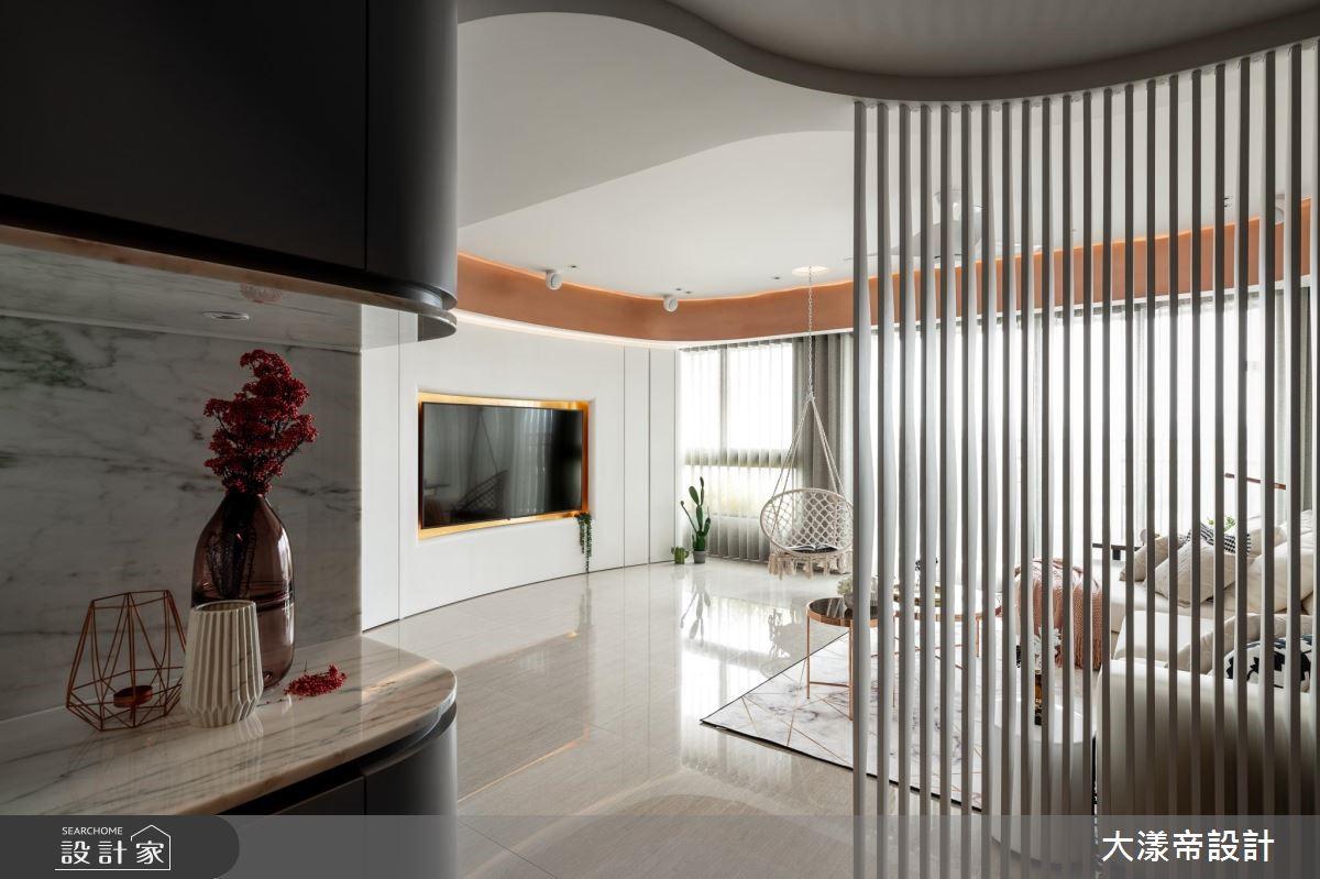 30 坪簡約風居家空間,設計師引用以玫瑰金及白色為主