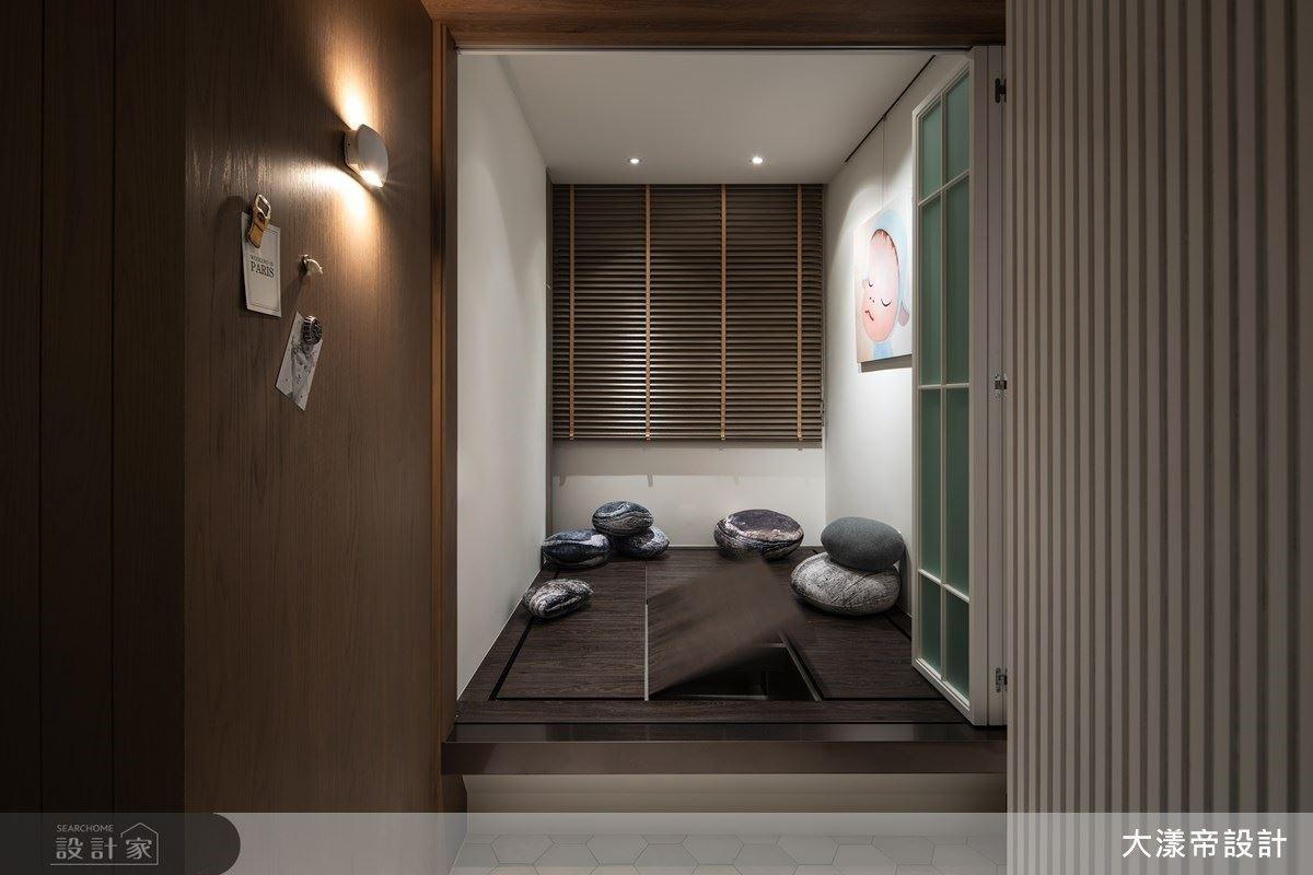 多功能房以架高和室設計,隱藏大量儲物、桌面機能,滿足居家使用需求。
