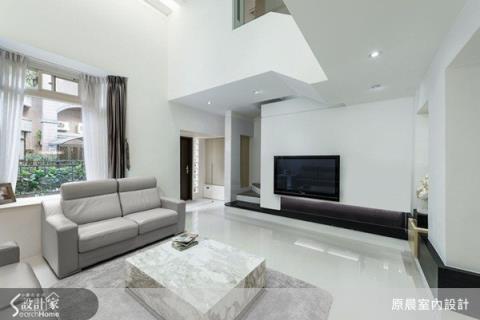 現代風的白色國度,讓光源自由穿梭老屋間