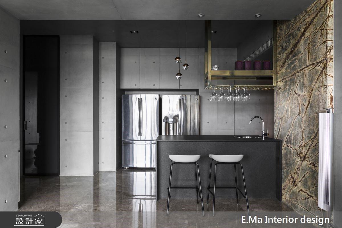 小隱廚房、大顯吧檯,現代俐落的美味空間