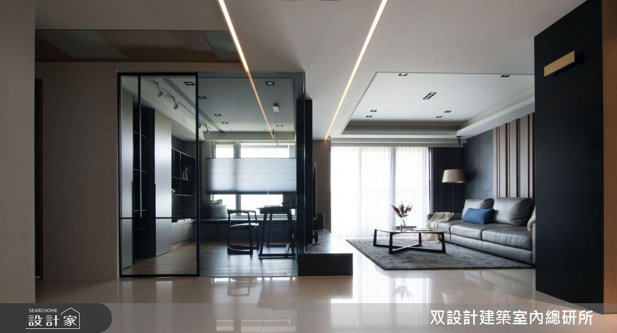客廳旁的書房,使用鐵件加上玻璃做隔間,讓空間感更加寬敞