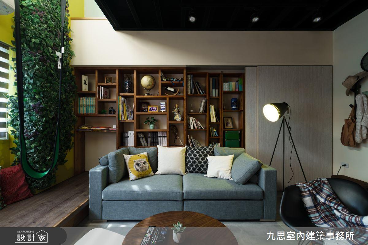 以不同材質與配色混搭出獨具個性的空間,牆面收納展現了主人的文青氣息,燈組選用了類似攝影棚內的投射燈,注入些微的藝術與創意氣息。