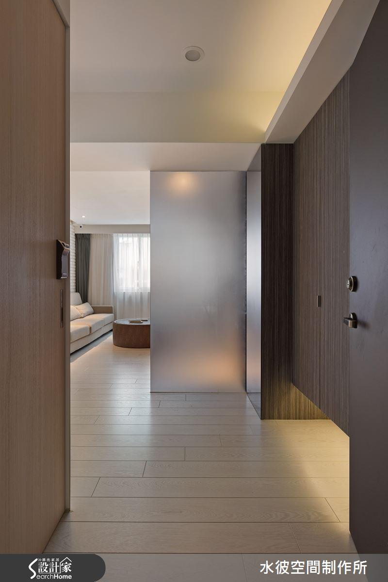 風水上要求的玻璃屏風遮擋,視覺隔絕卻還保有光線的穿透