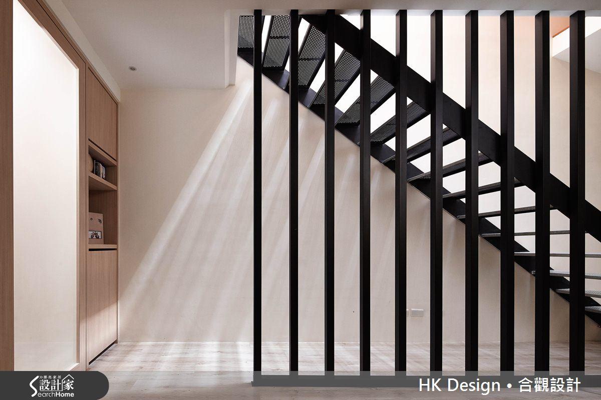 光影交錯的穿透樓梯,屬於都會的樂活休閒宅